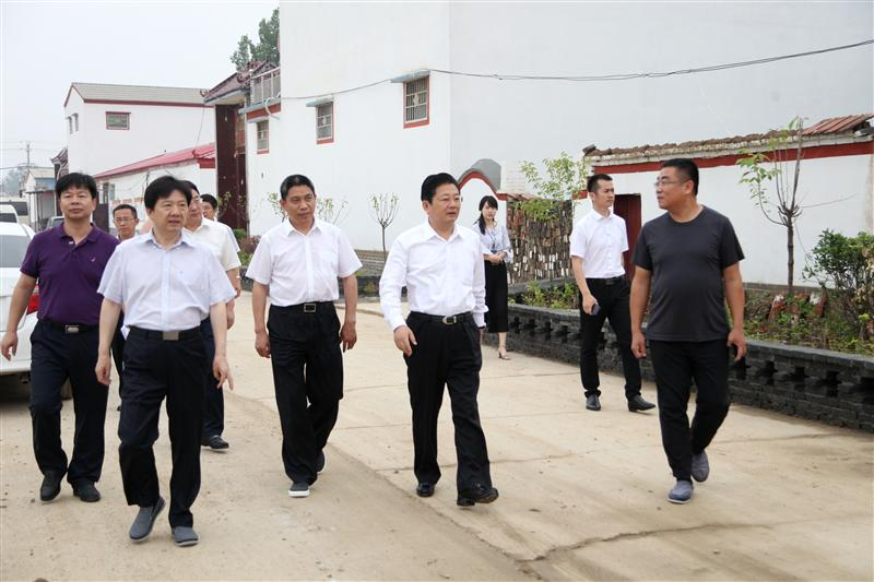 朱是西深入上蔡县实地调研指导脱贫攻坚和结对帮扶工作