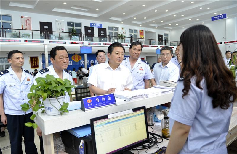 朱是西深入市税务局调研国税地税征管体制改革