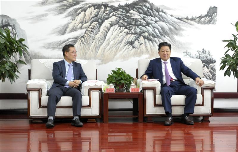 朱是西会见韩国庆北大学产学教授尹大相一行