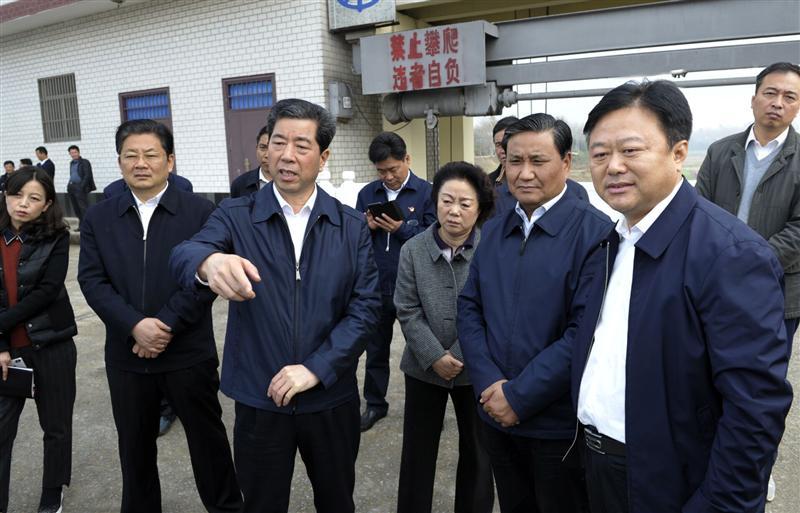 陈润儿赴信阳、驻马店实地察看并召开会议