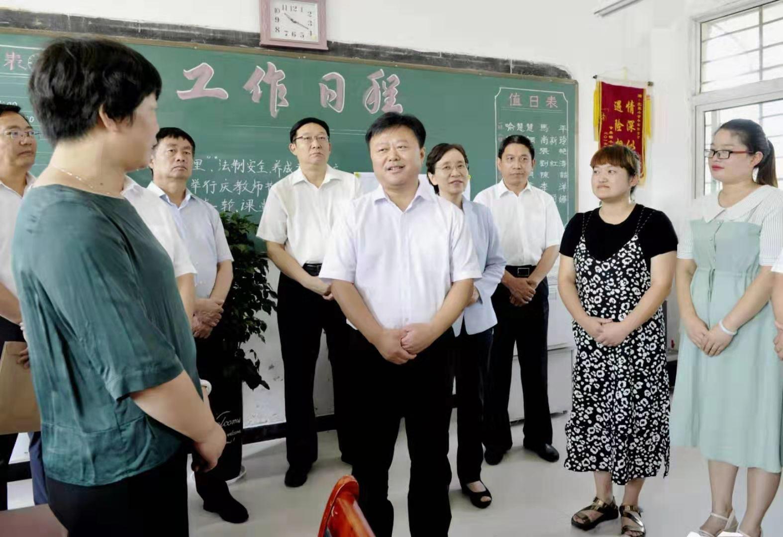 陈星朱是西深入城乡部分学校走访慰问