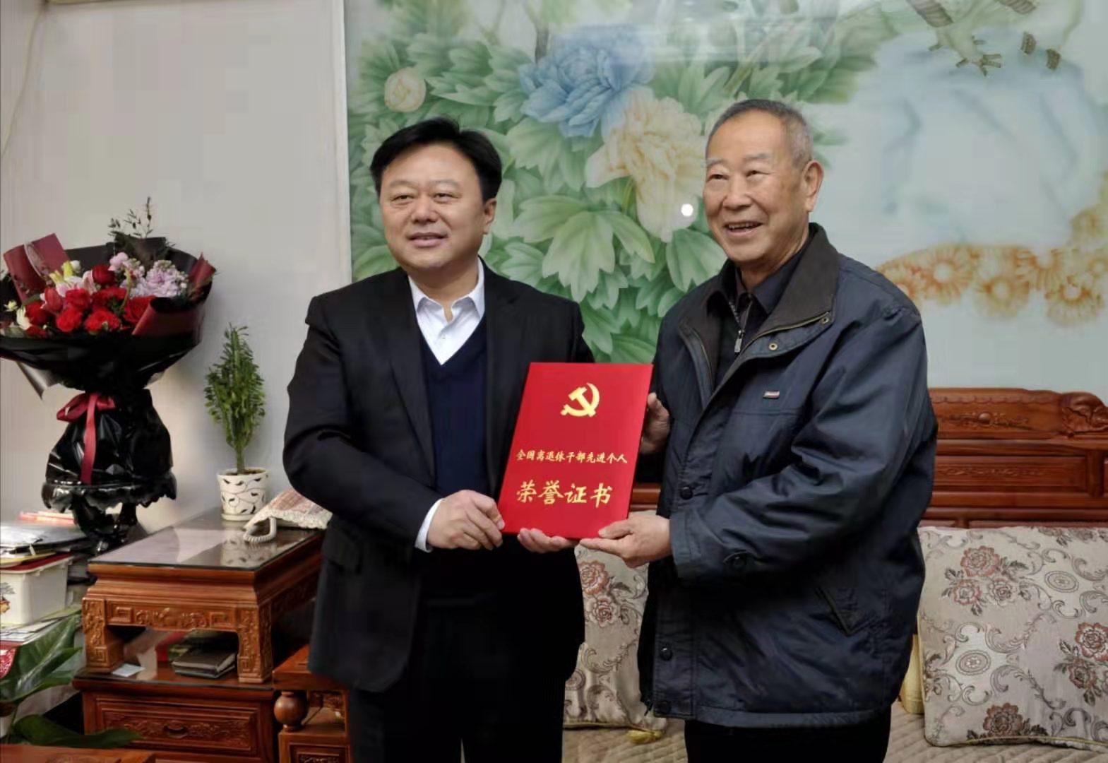 陈星朱是西等市领导看望慰问市级离退休干部