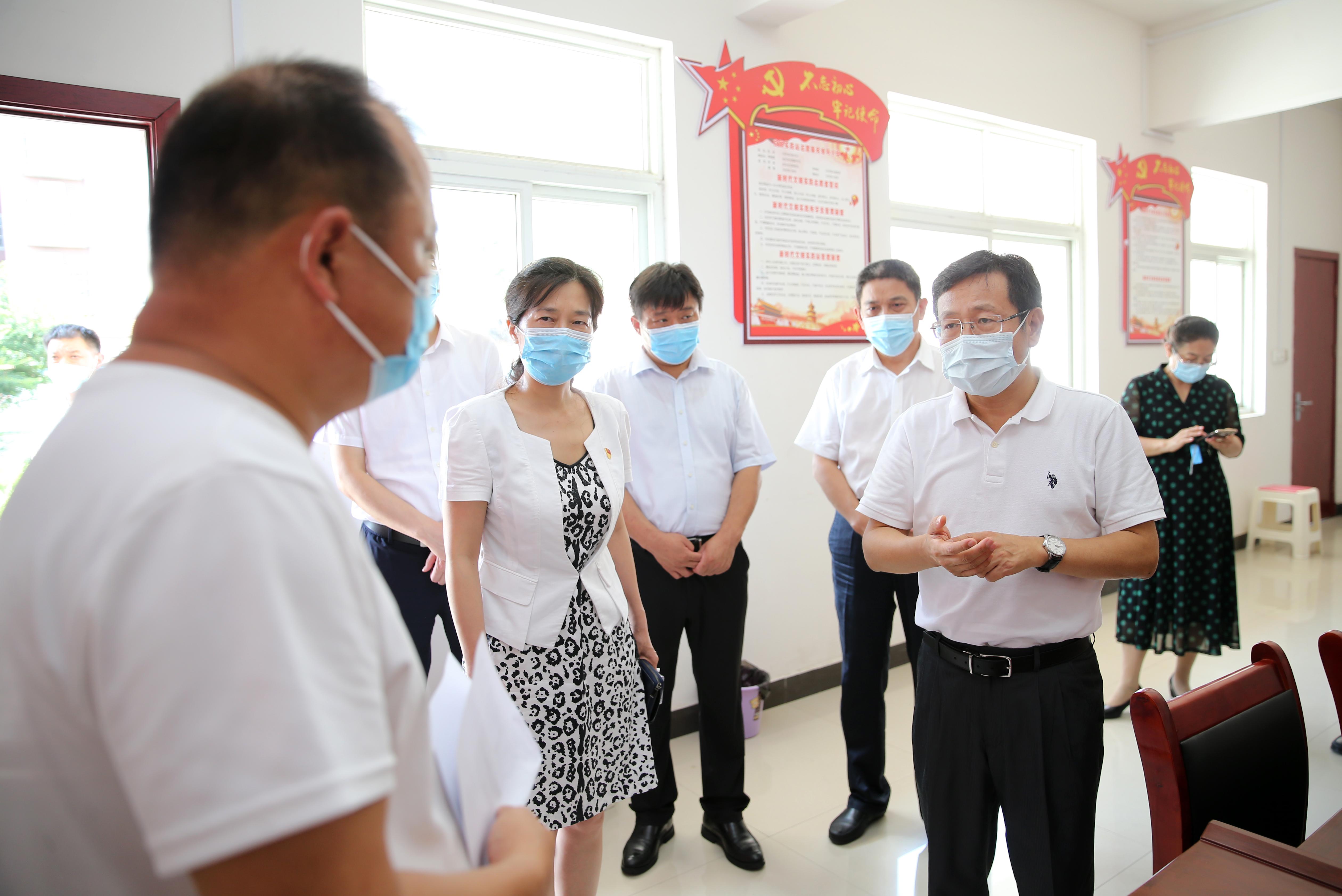 蒿慧杰深入遂平县、市中心城区部分重点场所检查督导疫情防控工作